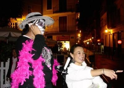 Asociacion-Cuahtemoc-Emiliano-Zapata-Mini-Altar-2012-La Catrina y Viviana disfrutando de los concursantes despistados_800x533