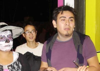 Asociacion-Cuahtemoc-Emiliano-Zapata-Mini-Altar-2012-Victor y su amigo llegan corriendo al Burrito para intentar ganar_800x545
